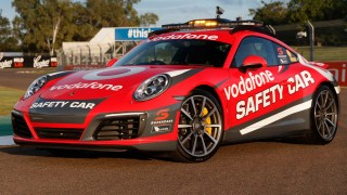 The new Porsche 911 Carrera 4S Safety Car