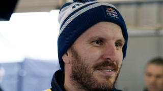 Dumbrell happy to move aside for Lowndes