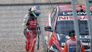 Stuck throttle a scare for De Silvestro