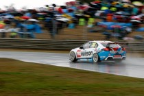 Hino Hot Track: Symmons Plains with Tander