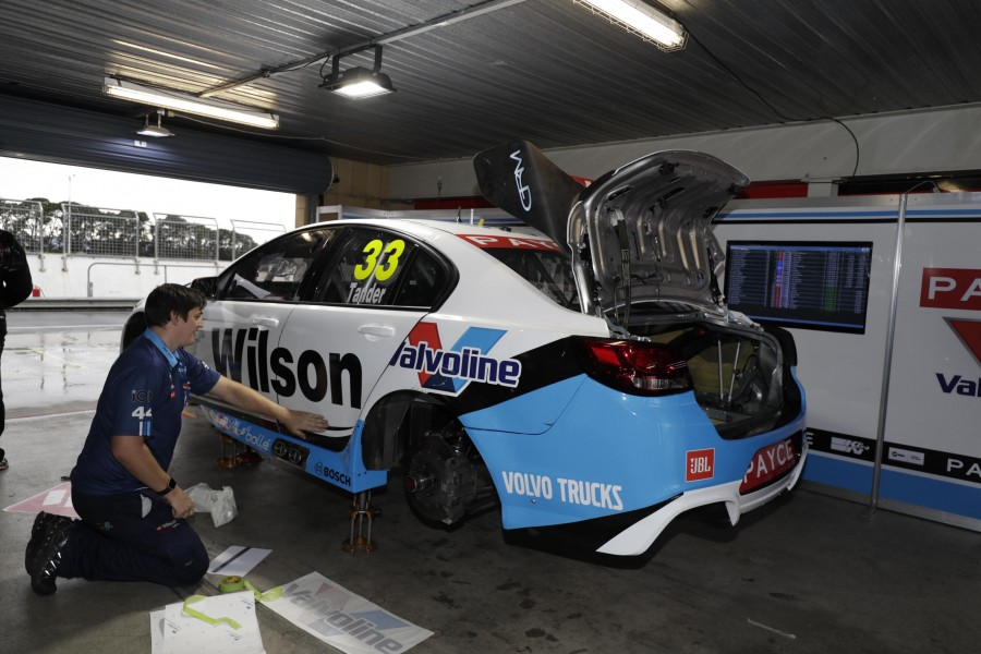Garth Tander Repair 2017 Tyrewpower Tasmania SuperSprint
