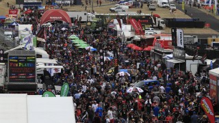 Near-record crowd braves Bathurst weather