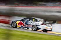 Team smelt Whincup problem at first stop