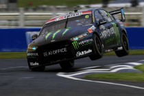 Waters leads Whincup in Pukekohe Practice 2