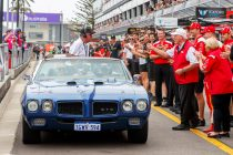 Supercars pitlane pays tribute to Rogers