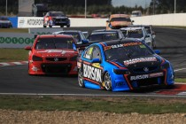 Dumbrell wins Symmons Super2 opener