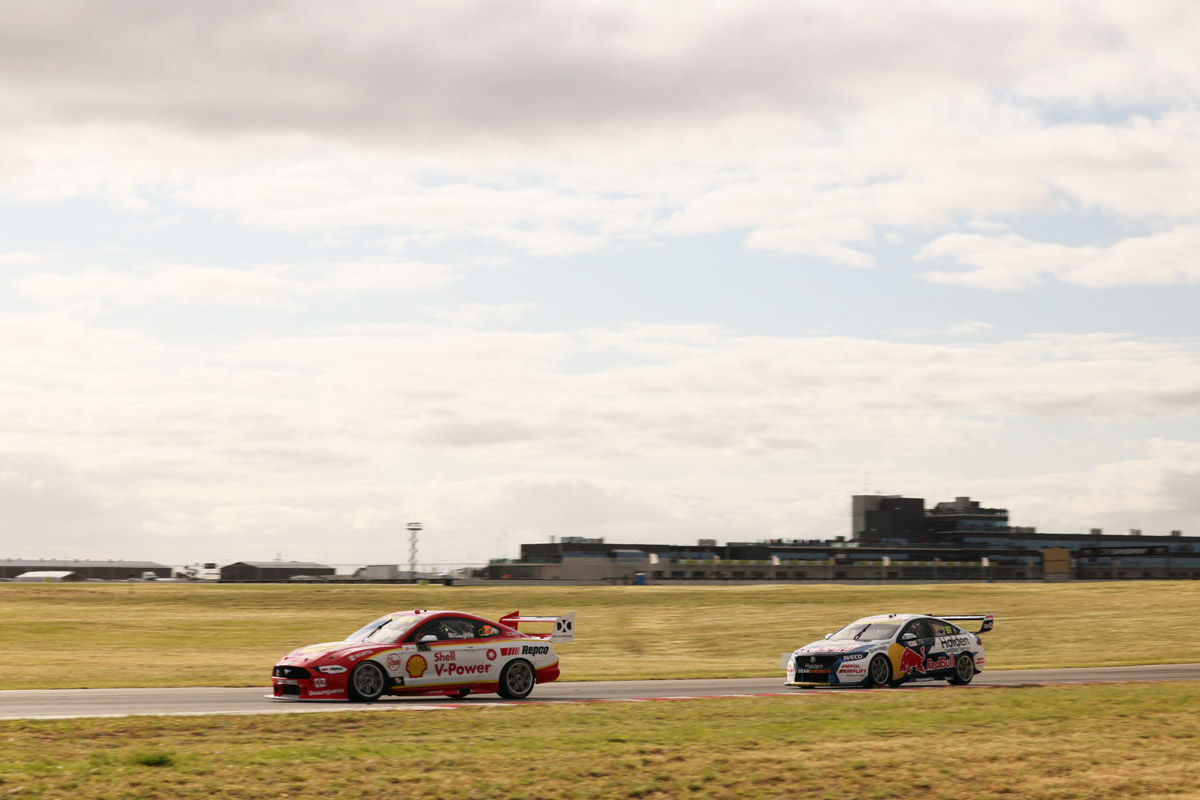 McLaughlin holds off SVG, closes on title   Supercars