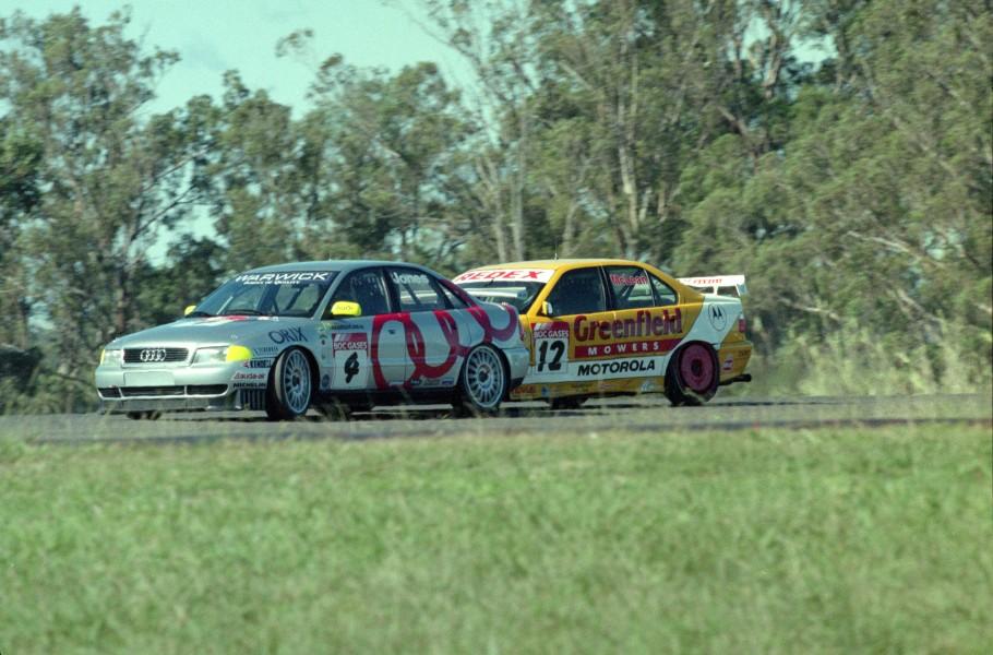 McLean (BMW) battles Brad Jones' Audi Super Tourer