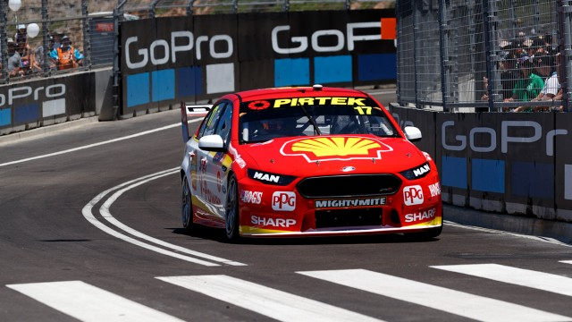 McLaughlin trumps Whincup in Practice 2