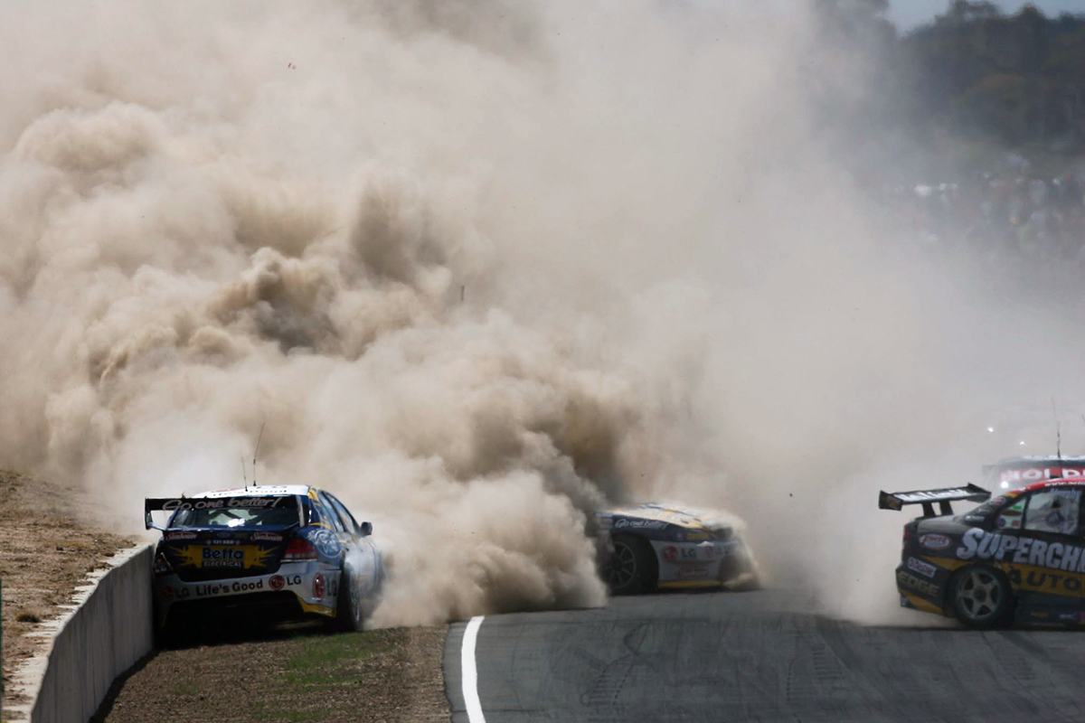 Flashback: The chaotic dusty Tassie dust-up - Supercars