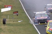 The first sign of Whincup's wheel trouble