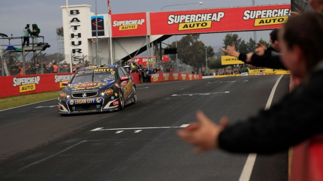Reynolds/Youlden win chaotic Bathurst 1000